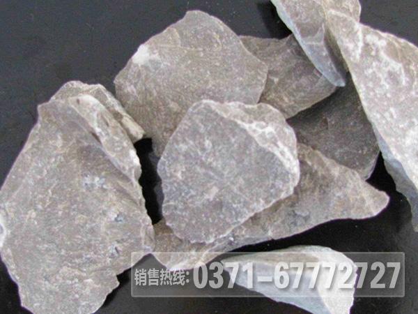 石灰石主要用来生产水泥,生石灰,石料等建筑材料,但天然的石灰石